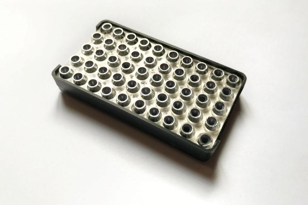 Cherche bonne âme pour récupérer une grille plastique de boîte de cartouches 22 Img_5519