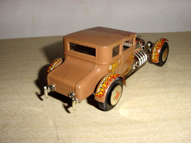 hot rod - model kit  - amt  - 1/25 1925fo10