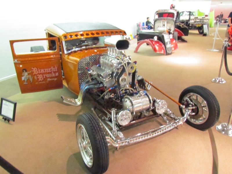 Slingshot & vintage dragster  68233110