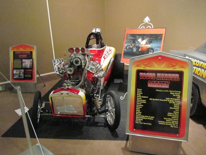 Slingshot & vintage dragster  68233310
