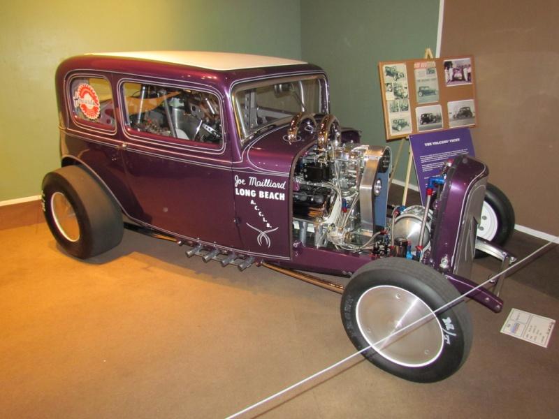 Slingshot & vintage dragster  68233610
