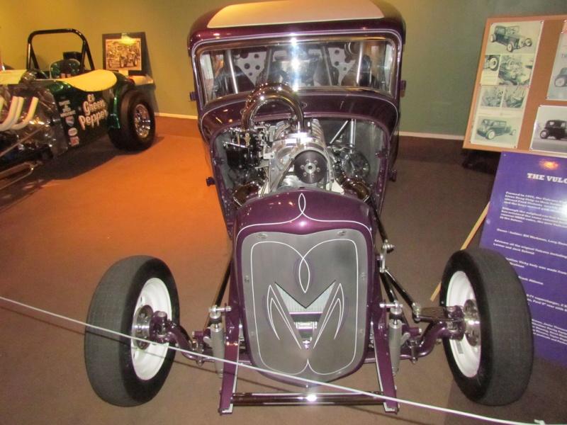 Slingshot & vintage dragster  68233611