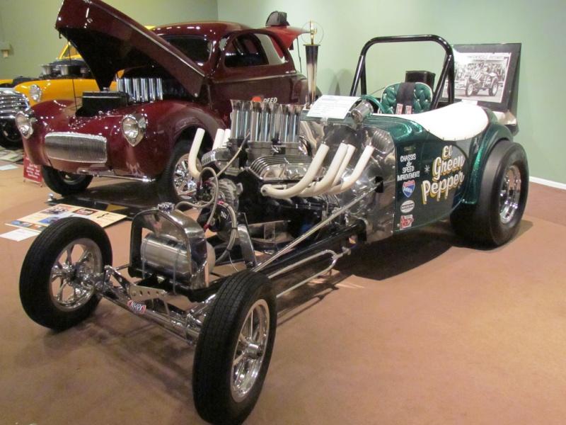 Slingshot & vintage dragster  68233710