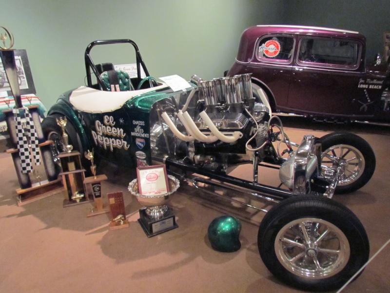 Slingshot & vintage dragster  68233711