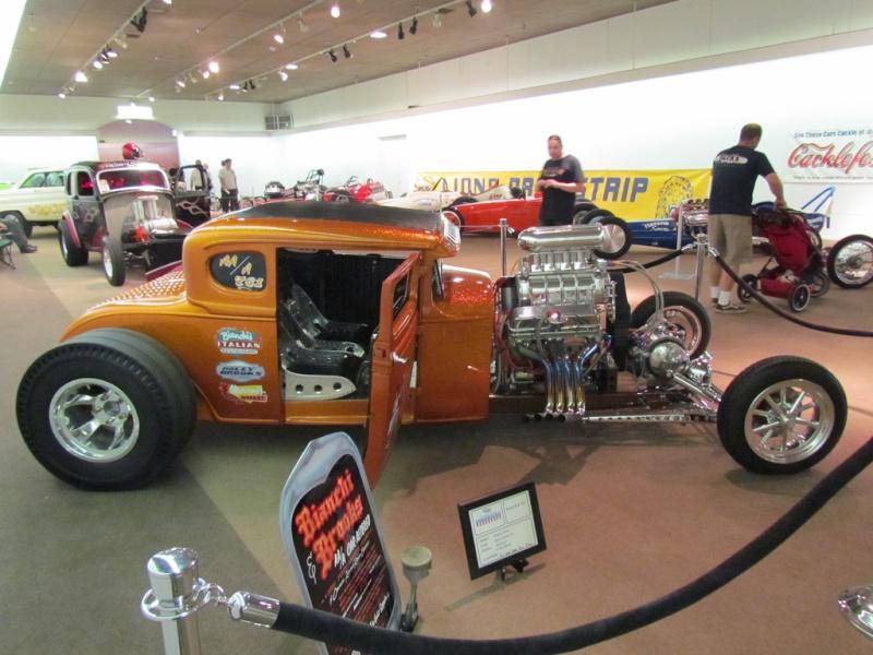 Slingshot & vintage dragster  69694410