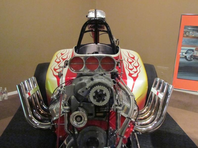 Slingshot & vintage dragster  69694610