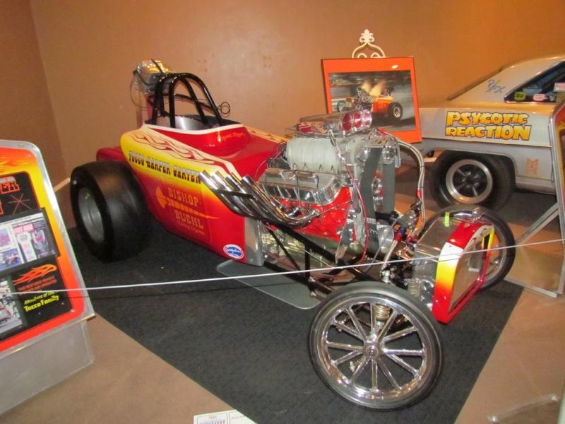 Slingshot & vintage dragster  69694611