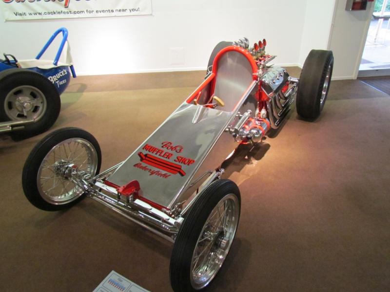 Slingshot & vintage dragster  69694710