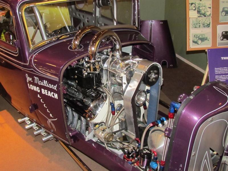 Slingshot & vintage dragster  69694810