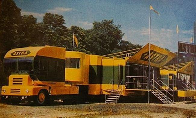 Les véhicules de la Caravane du Tour de France 1950's & 1960's - Page 2 H40510