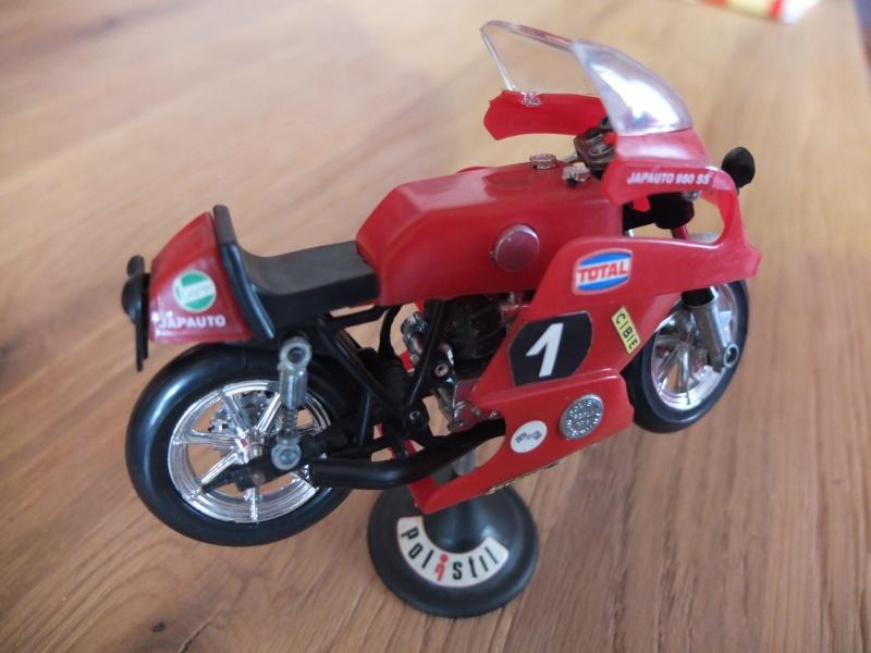 Miniature MOTOS, Honda, Ducati, kawasaki, Guzzi, Yamaha, Norton, Triumph... etc Dscf5110