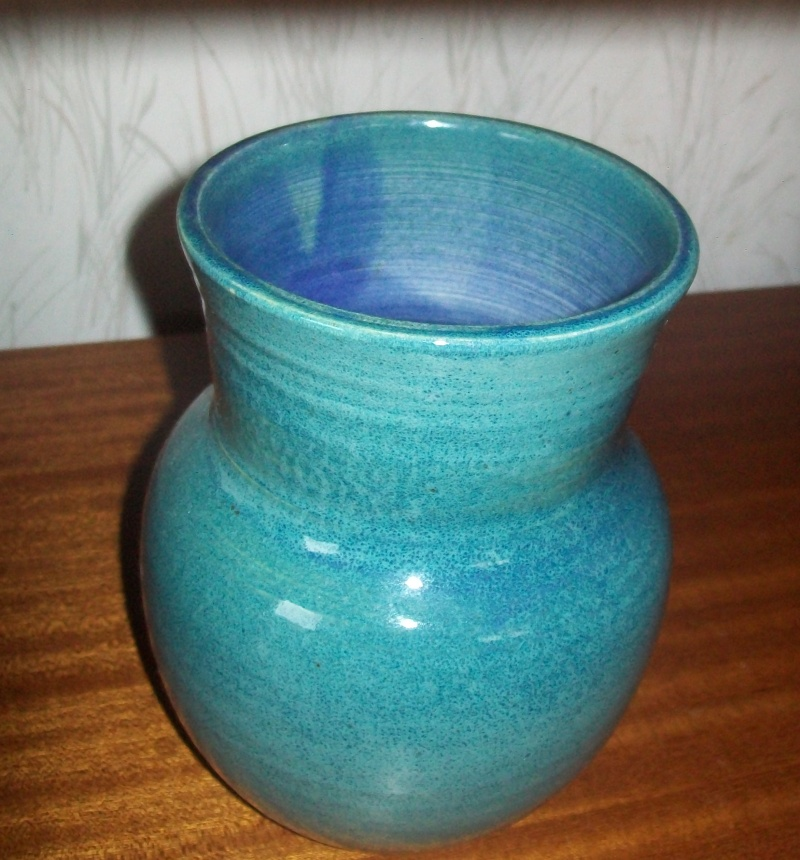 Is this  vase   NZ  pottery - yes it's made by Pam Edwards 100_5226