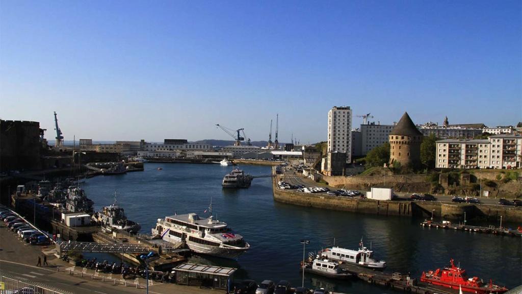 [Les ports militaires de métropole] Port de BREST - Page 39 Img_0210