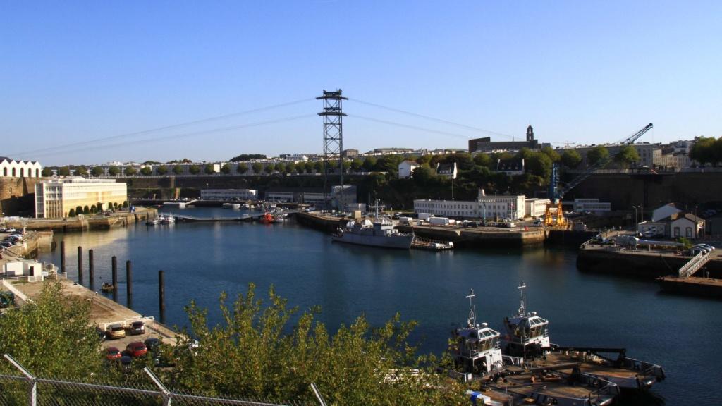[Les ports militaires de métropole] Port de BREST - Page 39 Img_0211