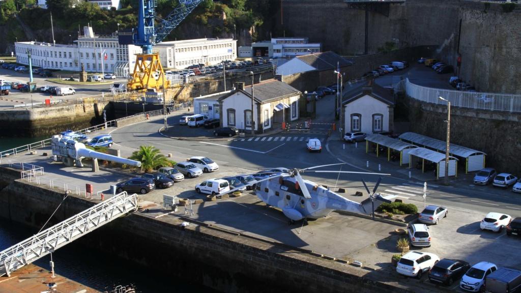[Les ports militaires de métropole] Port de BREST - Page 39 Img_0212