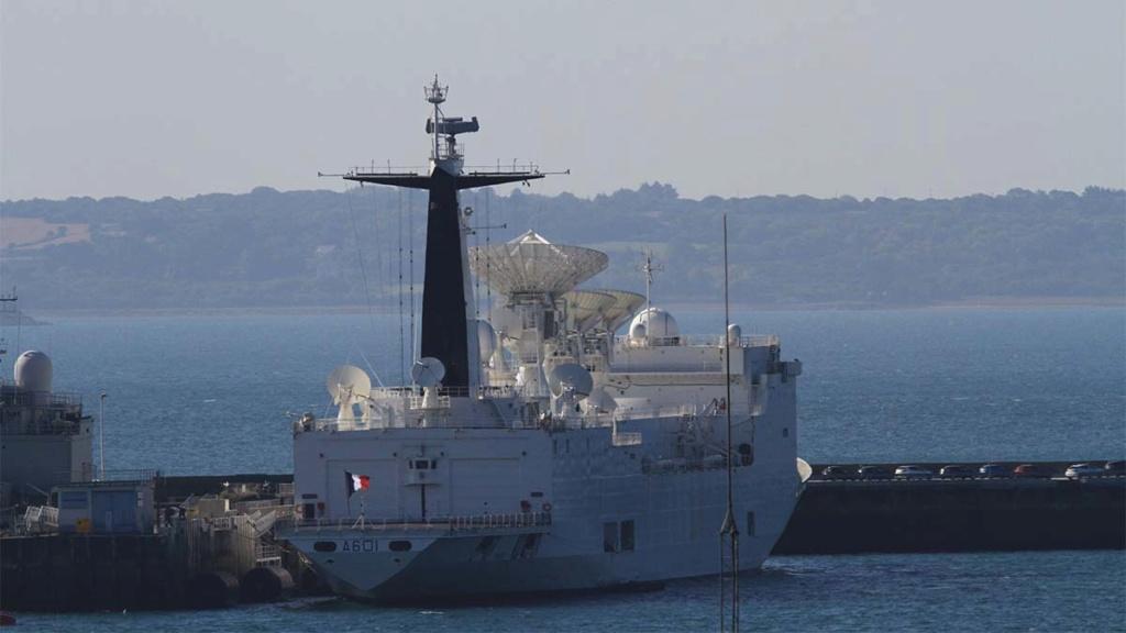 [Les ports militaires de métropole] Port de BREST - Page 39 Img_0213