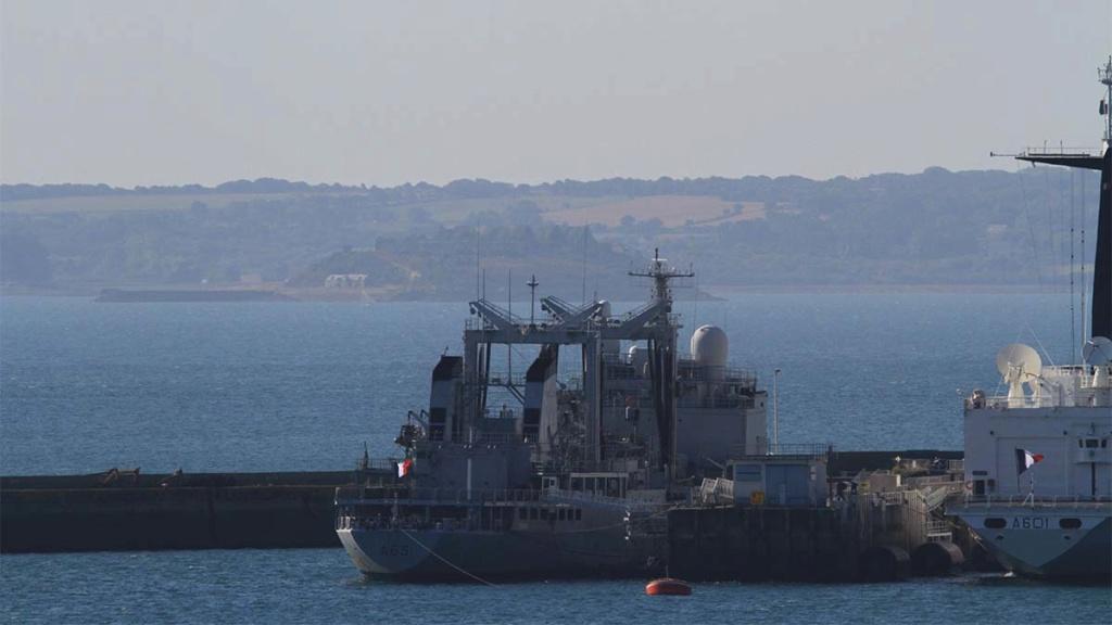 [Les ports militaires de métropole] Port de BREST - Page 39 Img_0214