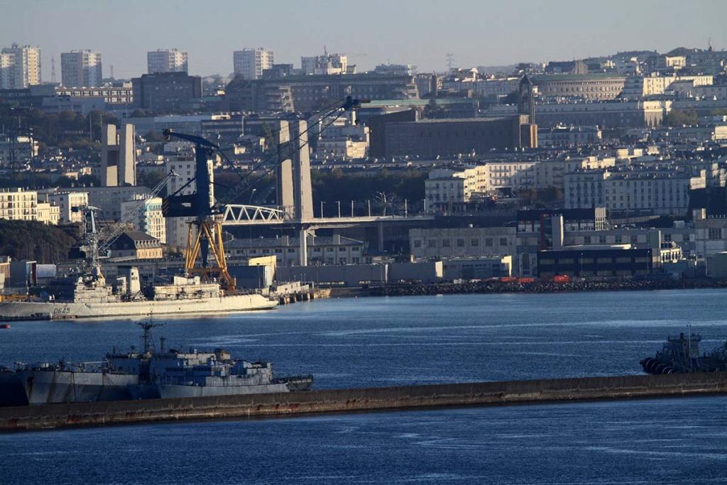 [Les ports militaires de métropole] Port de BREST - Page 39 Img_0510