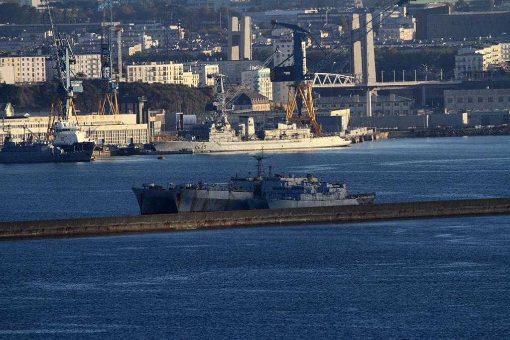 [Les ports militaires de métropole] Port de BREST - Page 39 Img_0511
