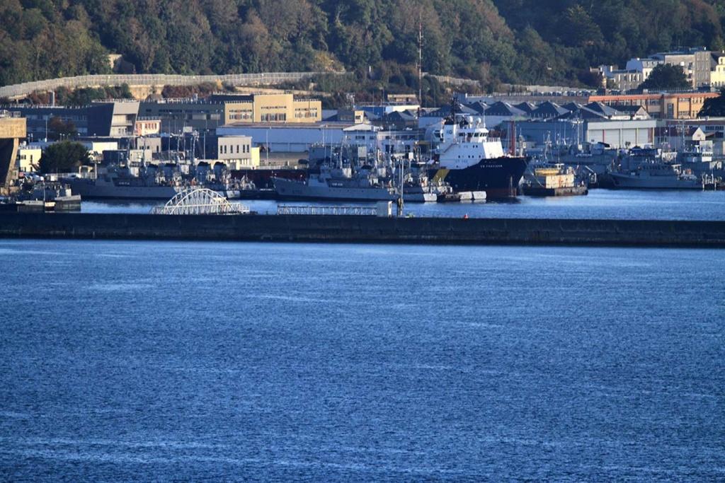 [Les ports militaires de métropole] Port de BREST - Page 39 Img_0512