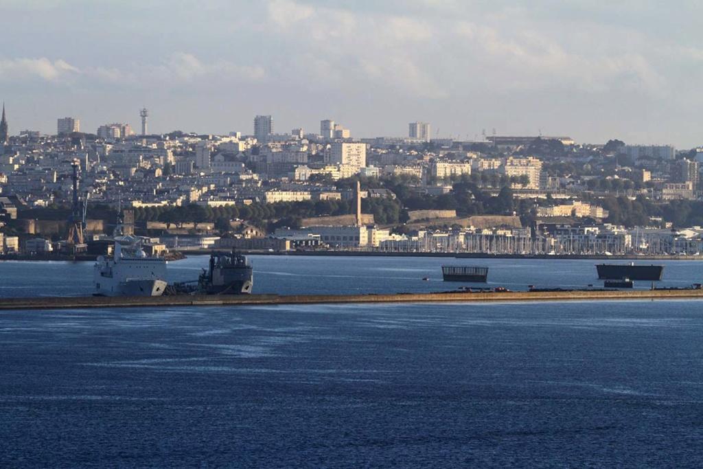 [Les ports militaires de métropole] Port de BREST - Page 39 Img_0513