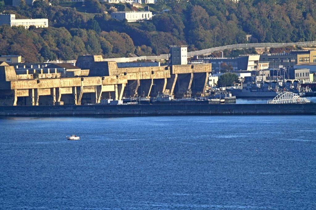 [Les ports militaires de métropole] Port de BREST - Page 39 Img_0514