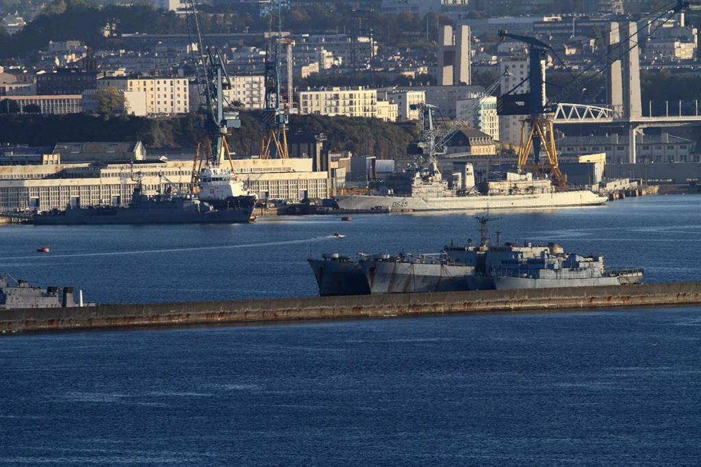 [Les ports militaires de métropole] Port de BREST - Page 39 Img_0515