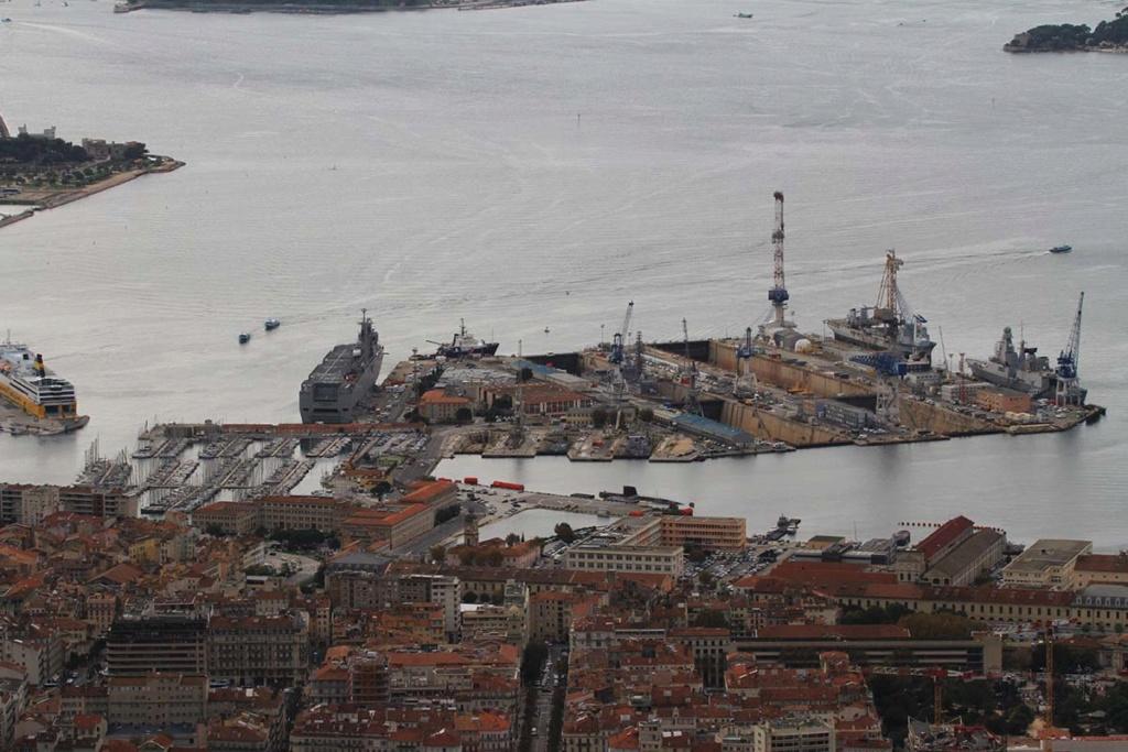 [LES PORTS MILITAIRES DE MÉTROPOLE] Mouvements de Bâtiments dans la rade de Toulon - Page 22 Img_0714