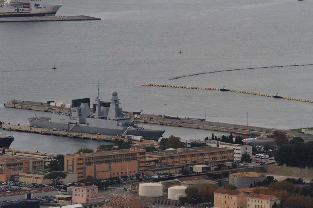 [LES PORTS MILITAIRES DE MÉTROPOLE] Mouvements de Bâtiments dans la rade de Toulon - Page 22 Img_0715