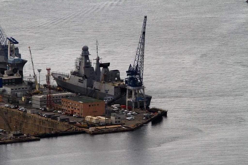 [LES PORTS MILITAIRES DE MÉTROPOLE] Mouvements de Bâtiments dans la rade de Toulon - Page 22 Img_0717
