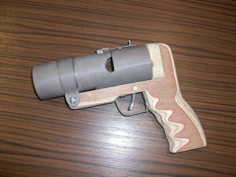 Pistolet lance grenade by Mat79 100_0712
