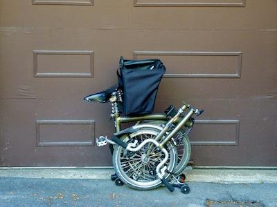 Les sacs Brompton pour l'avant ET/OU pour l'arrière ... P1070418