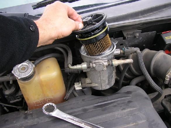 "Pt Cruiser 2.2 L ""Diesel"" : Echange filtre à gazoil 411"