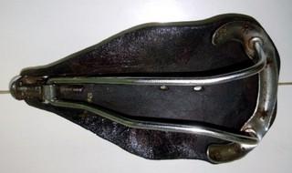 Restauration d'une selle en cuir 112_gr10