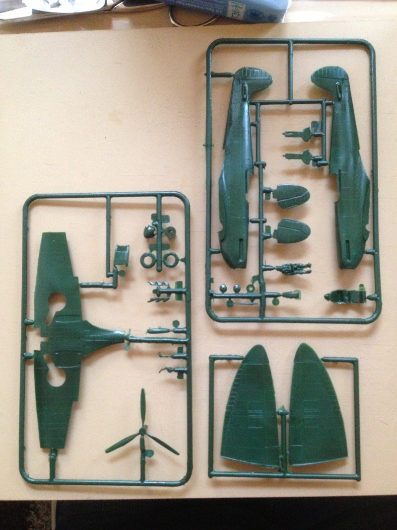 Revell Icons of Aviation Battle of Britain Gift Set Img_5511