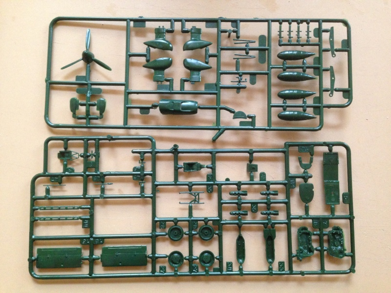 Revell Icons of Aviation Battle of Britain Gift Set Img_5514