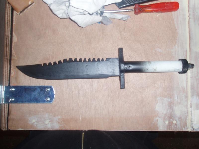 Couteau de survie style Rambo 2 P5070010