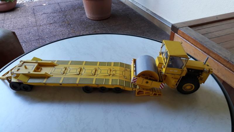 Kranwagen mit Tieflader u. Straßenwalze,1:32 geb. v. Henning 20190860