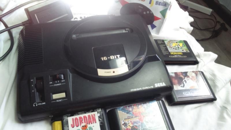 méga drive 1 pal plus 2 manettes 4 jeux en loose en bonus cancre  Dsc_1312