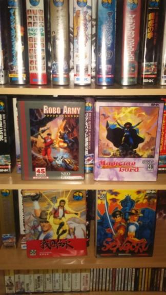 je cherche le titre de deux jeux sur Neo Geo Dsc_1683