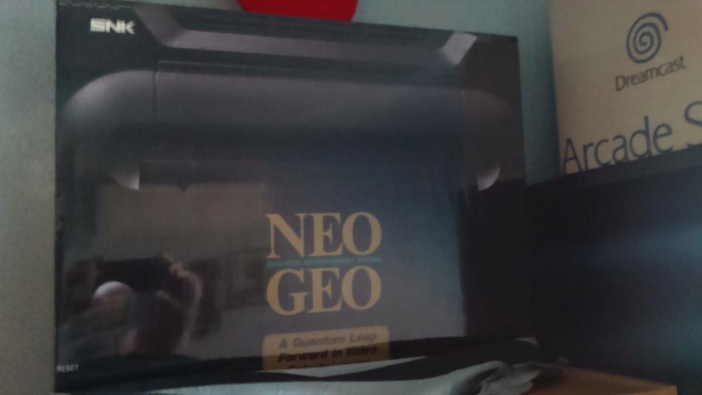 J'ai craqué...j'aimerai me prendre une Neo Geo...mais laquelle? Dsc_2085