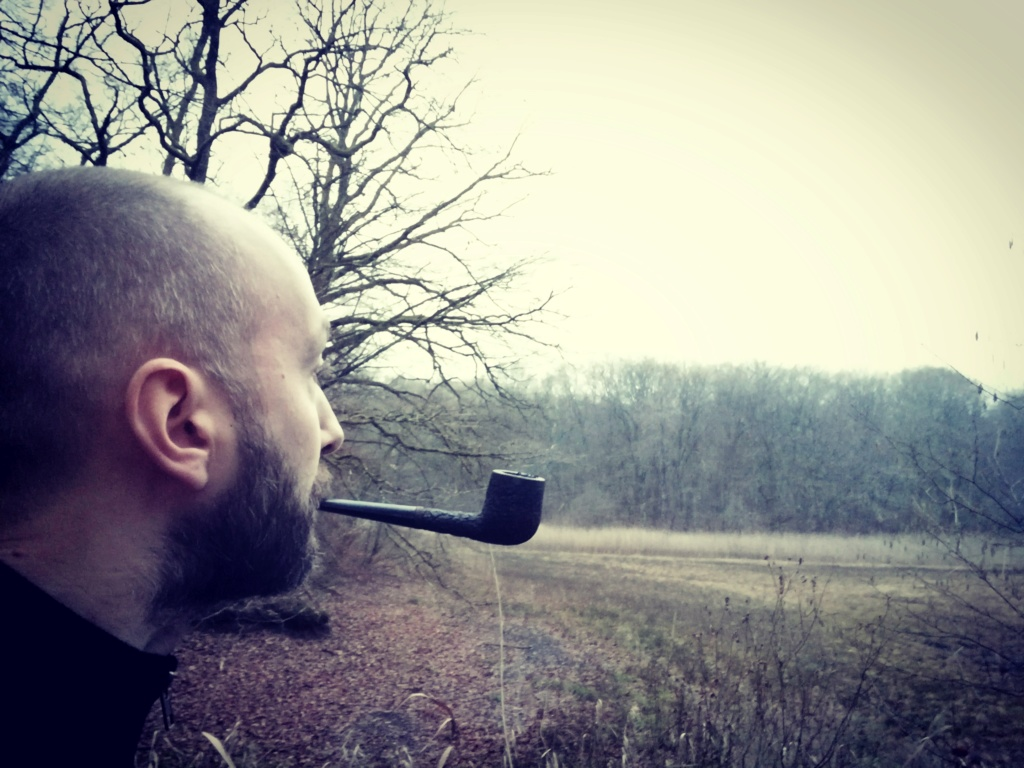 Janvier 7 homme fumant sa pipe alors que je ne pouvais pas.  Img_2184