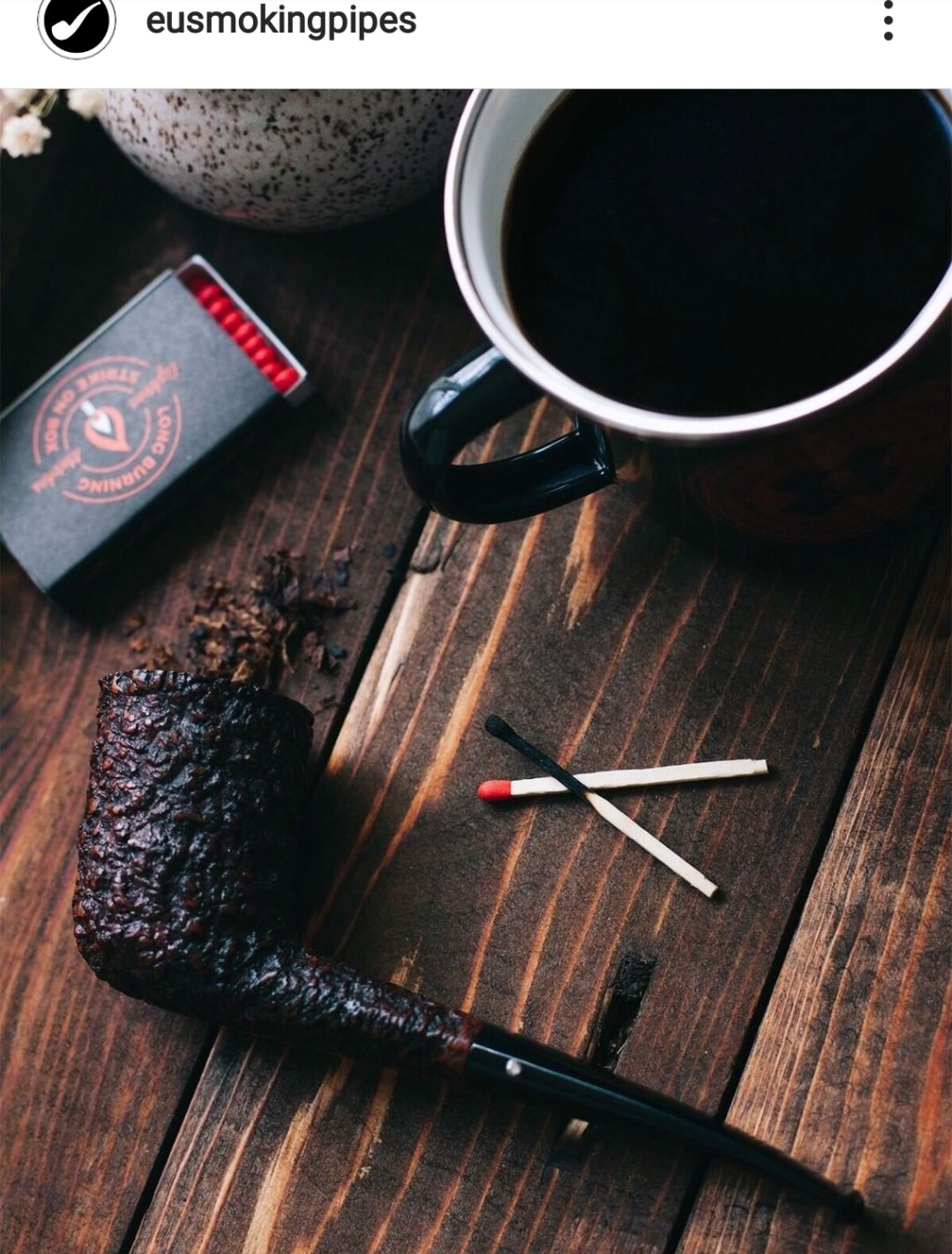 On commence la semaine avec pipe et café.  Img_2290
