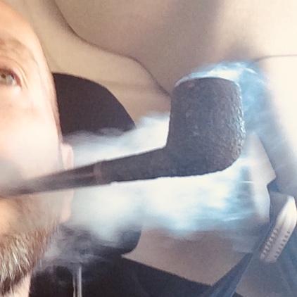 Octave fumant sa pipe, le gendarme 26 mai prendre. Img_4811