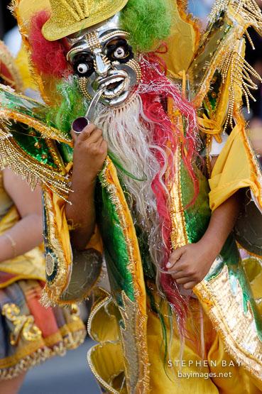Le 5 mars, Mardi Gras, un carnaval de tabacs Man-si10