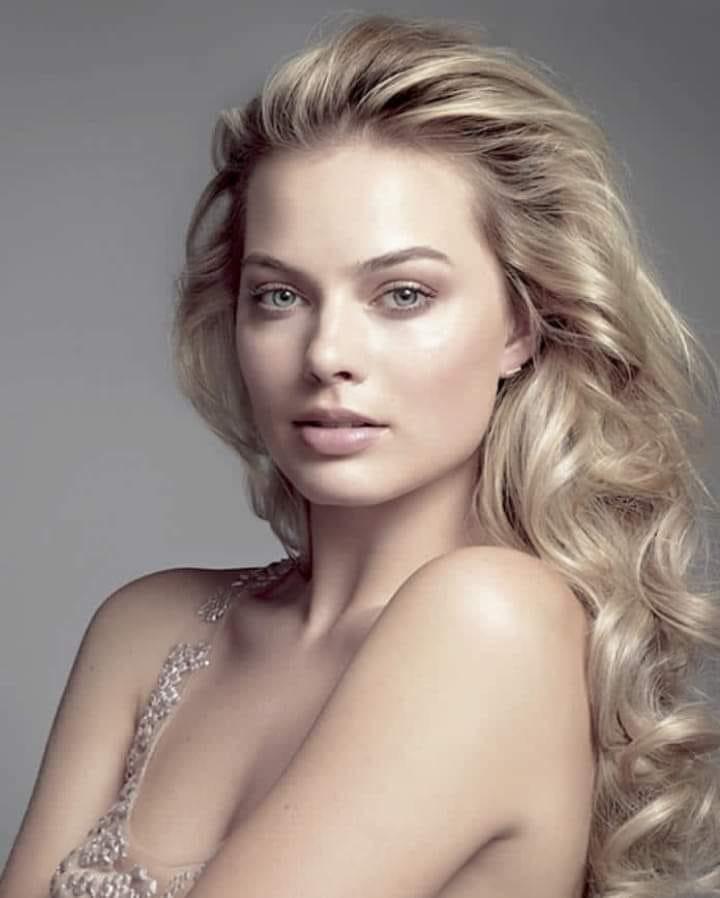 Margot Robbie 65184210