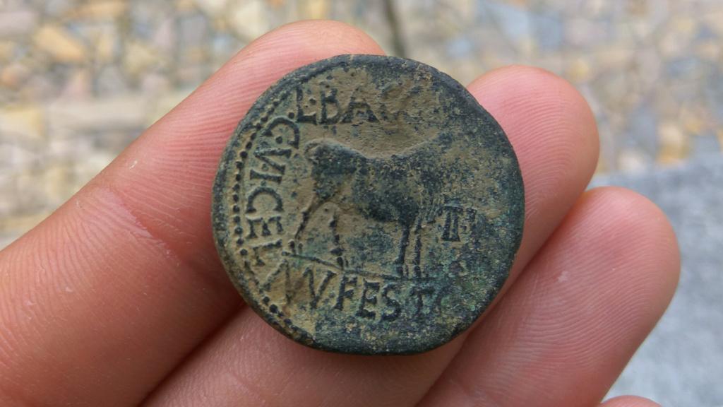 As de Celsa, tiempos de Augusto. L BACCIO MN FESTO – II VIR C V I CEL. Toro parado a dcha. 610