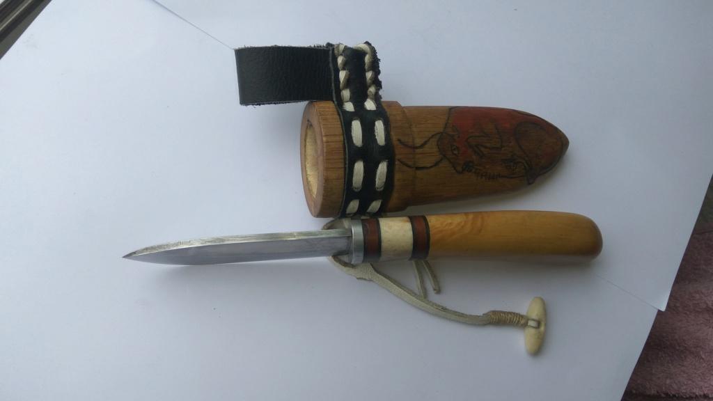 Cuchillo con funda de madera Img_2020