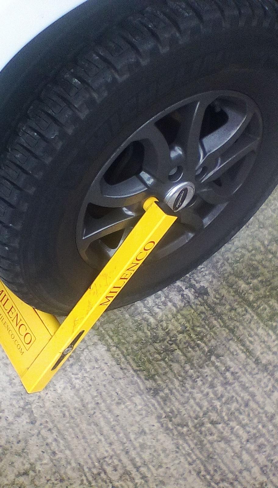 Wheel clamp for Sandhurst alloys Img_2025