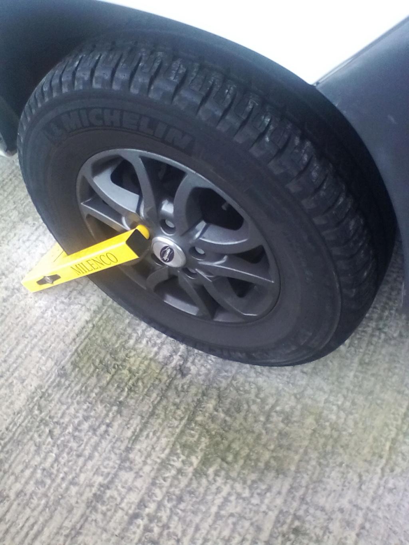 Wheel clamp for Sandhurst alloys Img_2026